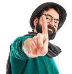 hombre con lentes sombrero y bufanda